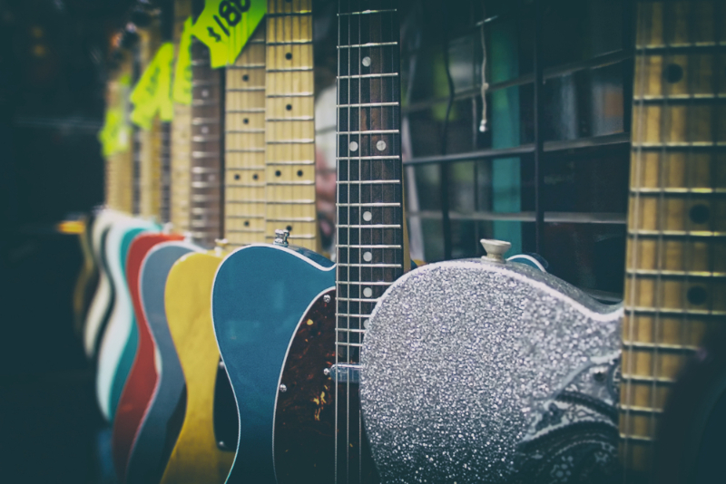 Reiの使用ギターと機材一覧を紹介!オススメ曲とMVも!